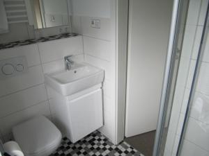 Bad Einzelzimmer Nr. 4 (2)